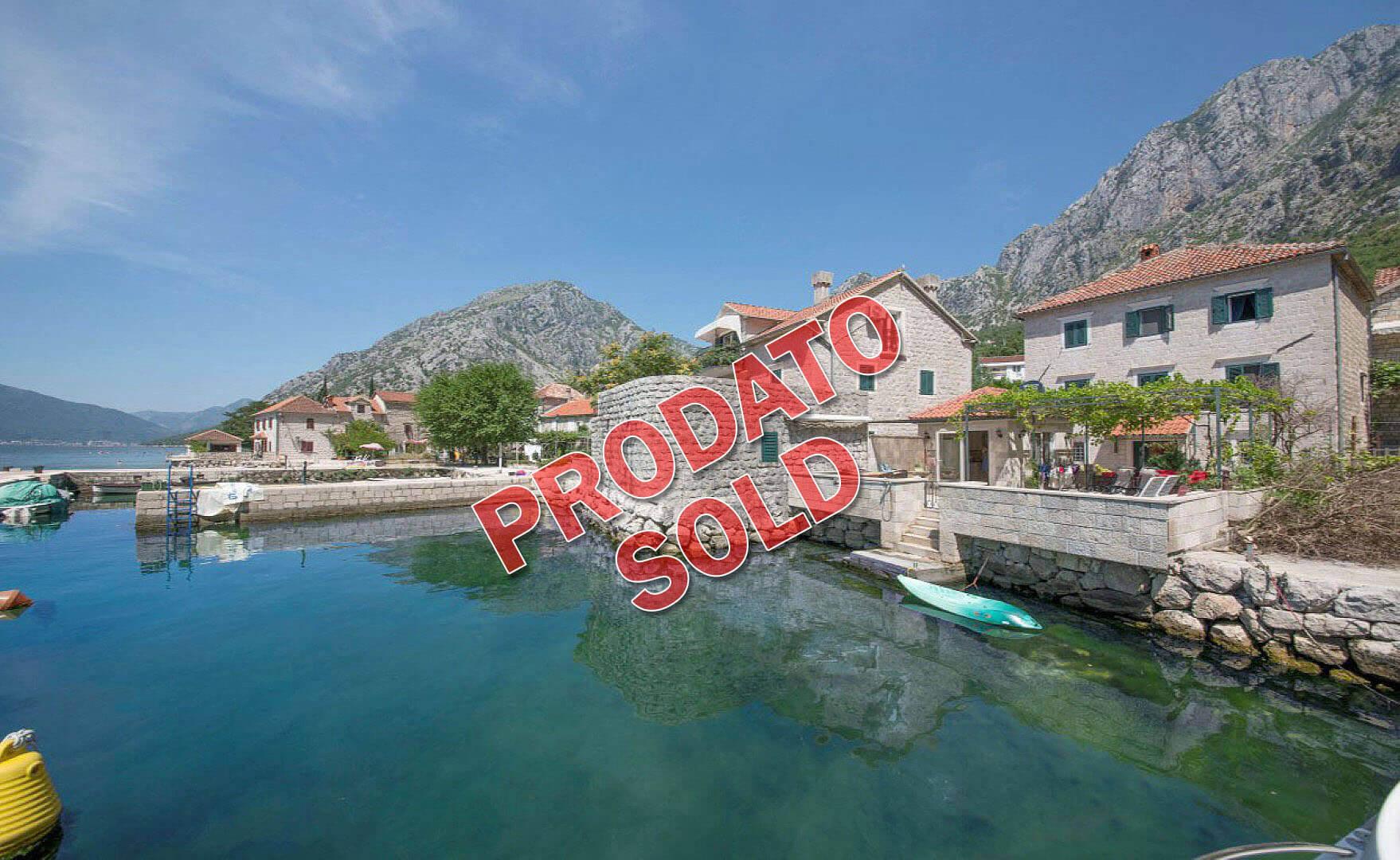 Kotor, Orahovac – kamena vila 375m2, na samoj obali mora