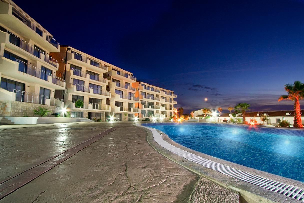 Budva, Przno - one bedroom apartment 47m2, in a luxury complex near the sea
