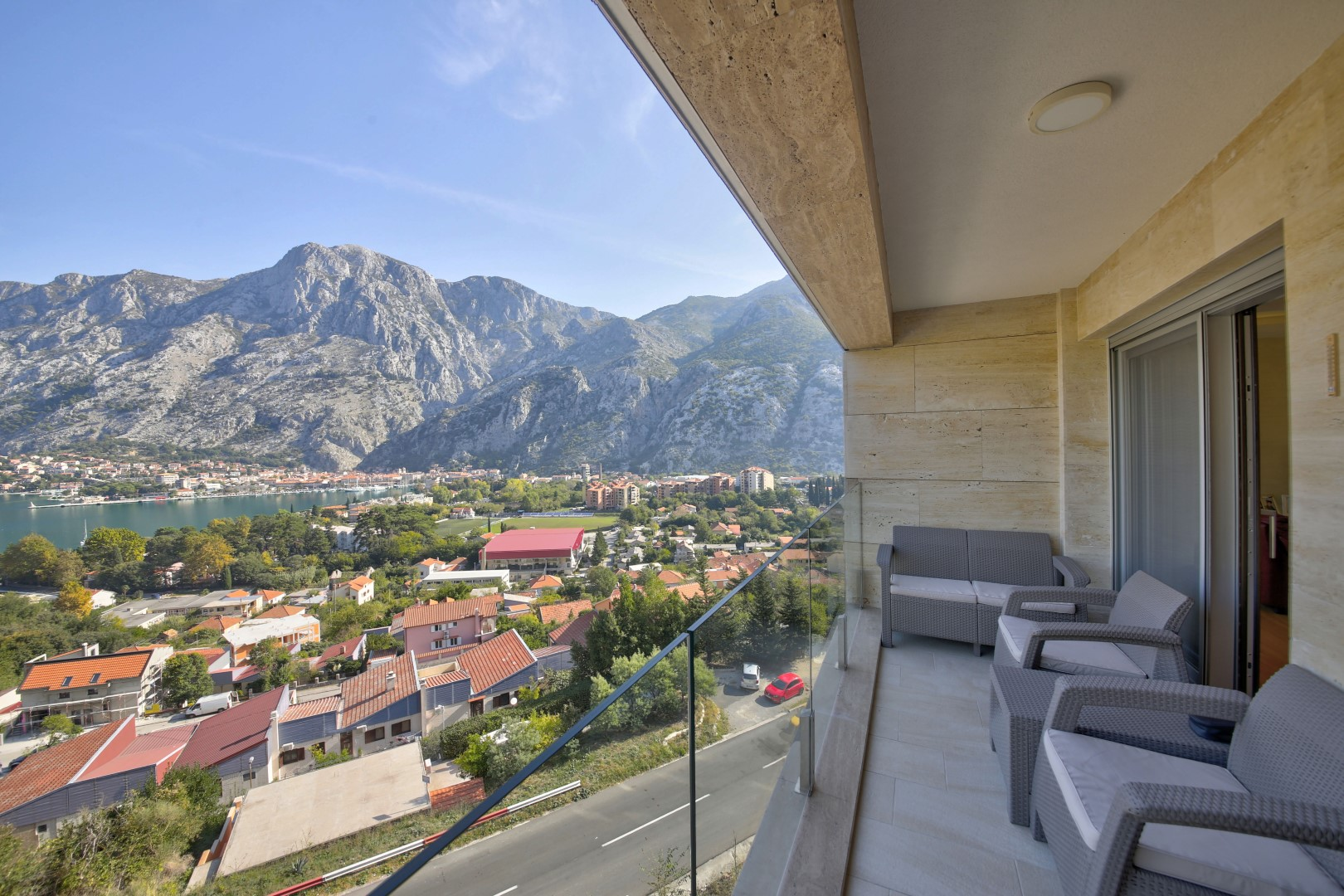 Котор, Шкальяри — четырехкомнатная квартира с панорамным видом на море и Стари-Град