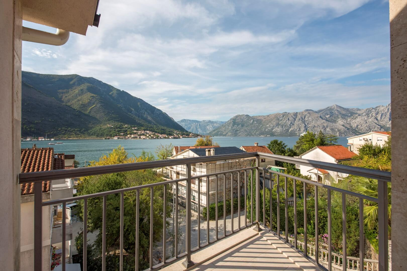 Kotor, Dobrota – trosoban penthaus apartman, blizu mora