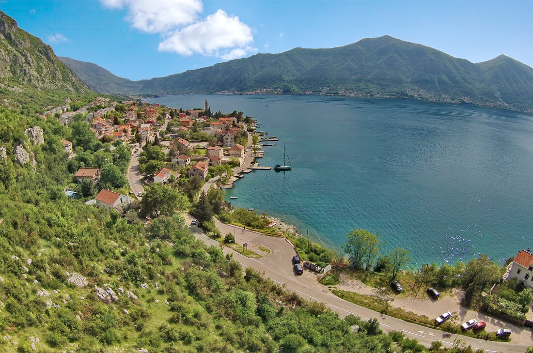Kotor, Dobrota – urbanized land, 10,624m², near the sea