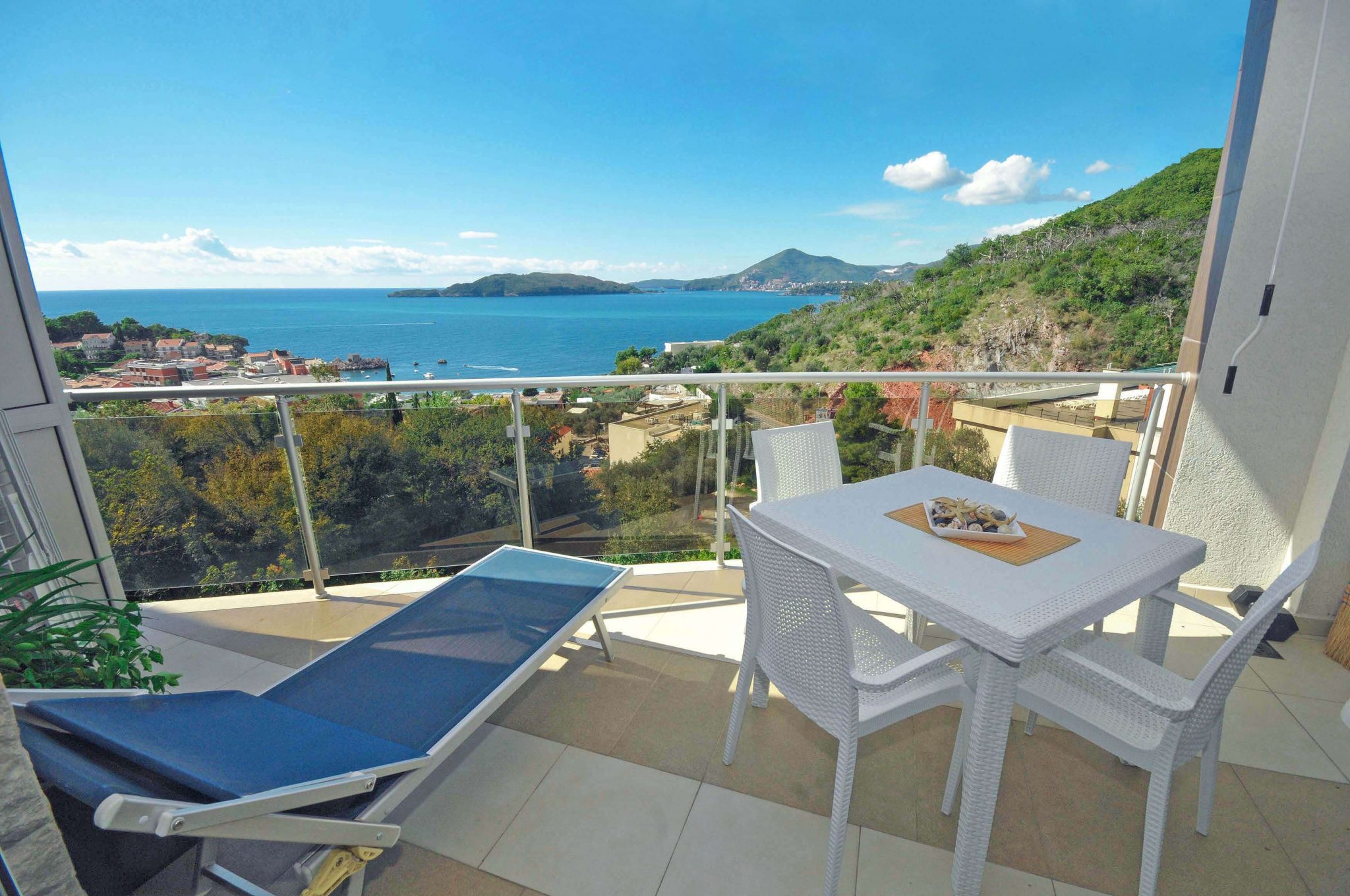 Budva, Przno – one bedroom apartment with open sea view and pool