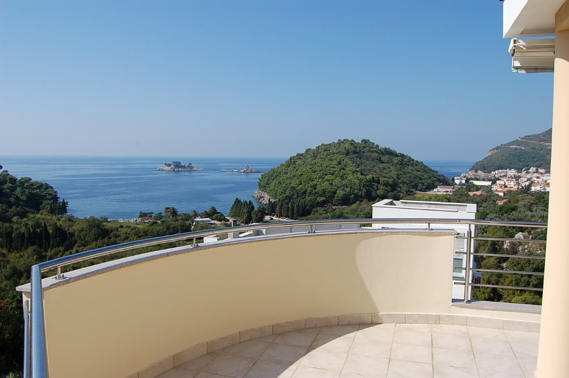 Petrovac – two connected apartments in a complex with a pool, close to the beach