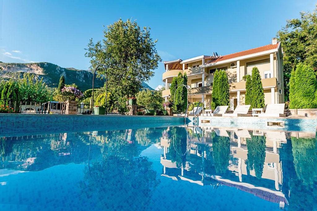 Herceg Novi, Podi – villa on a plot of 1,200m2, with a pool