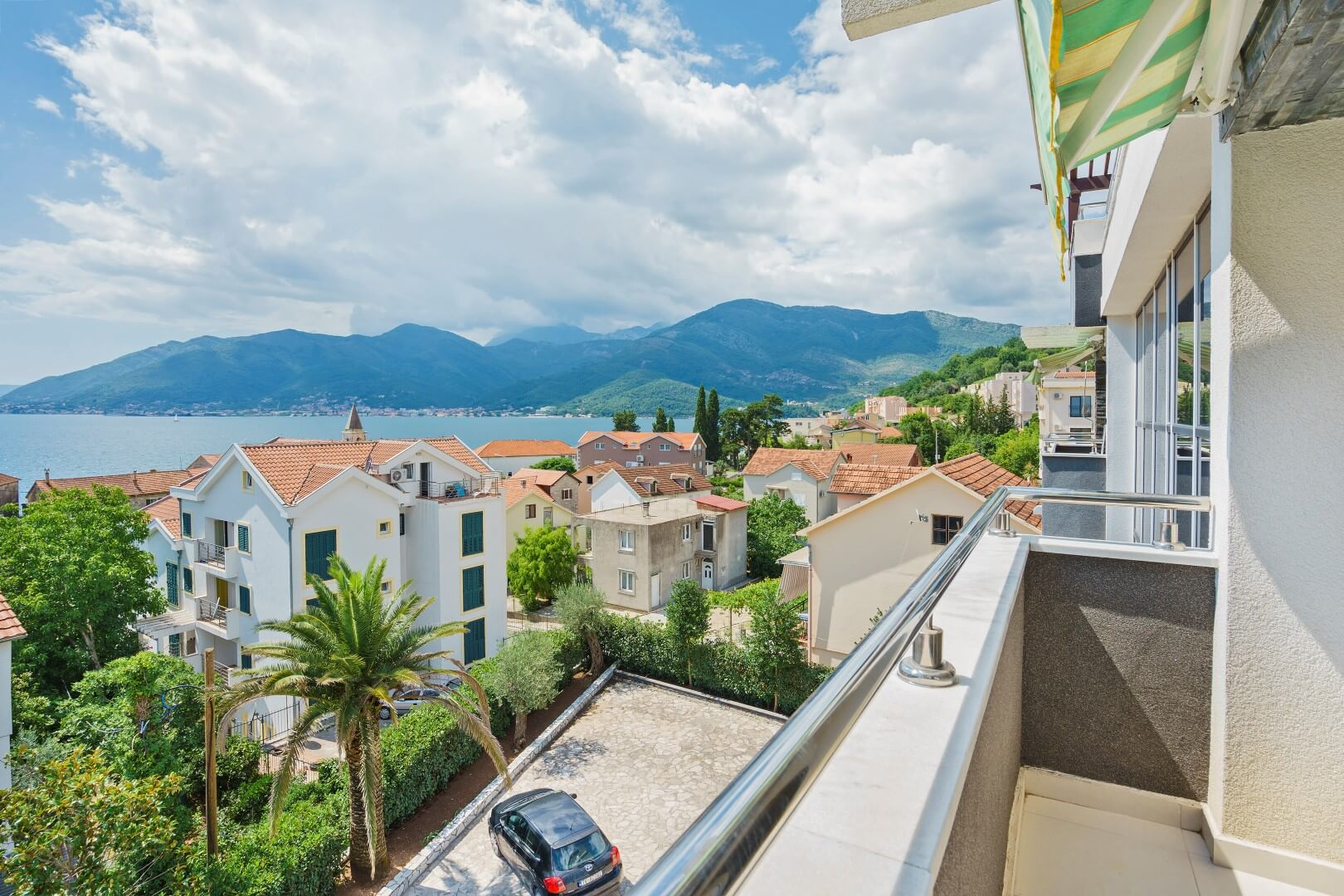 Tivat, Donja Lastva – three bedroom apartment with sea view and garage