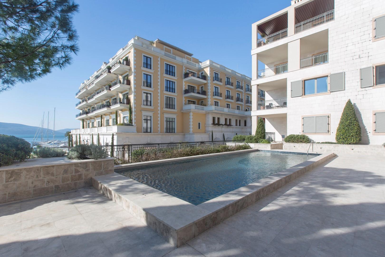 Тиват, Порто Монтенегро — четырехкомнатная квартира с видом на море, Tara Residence