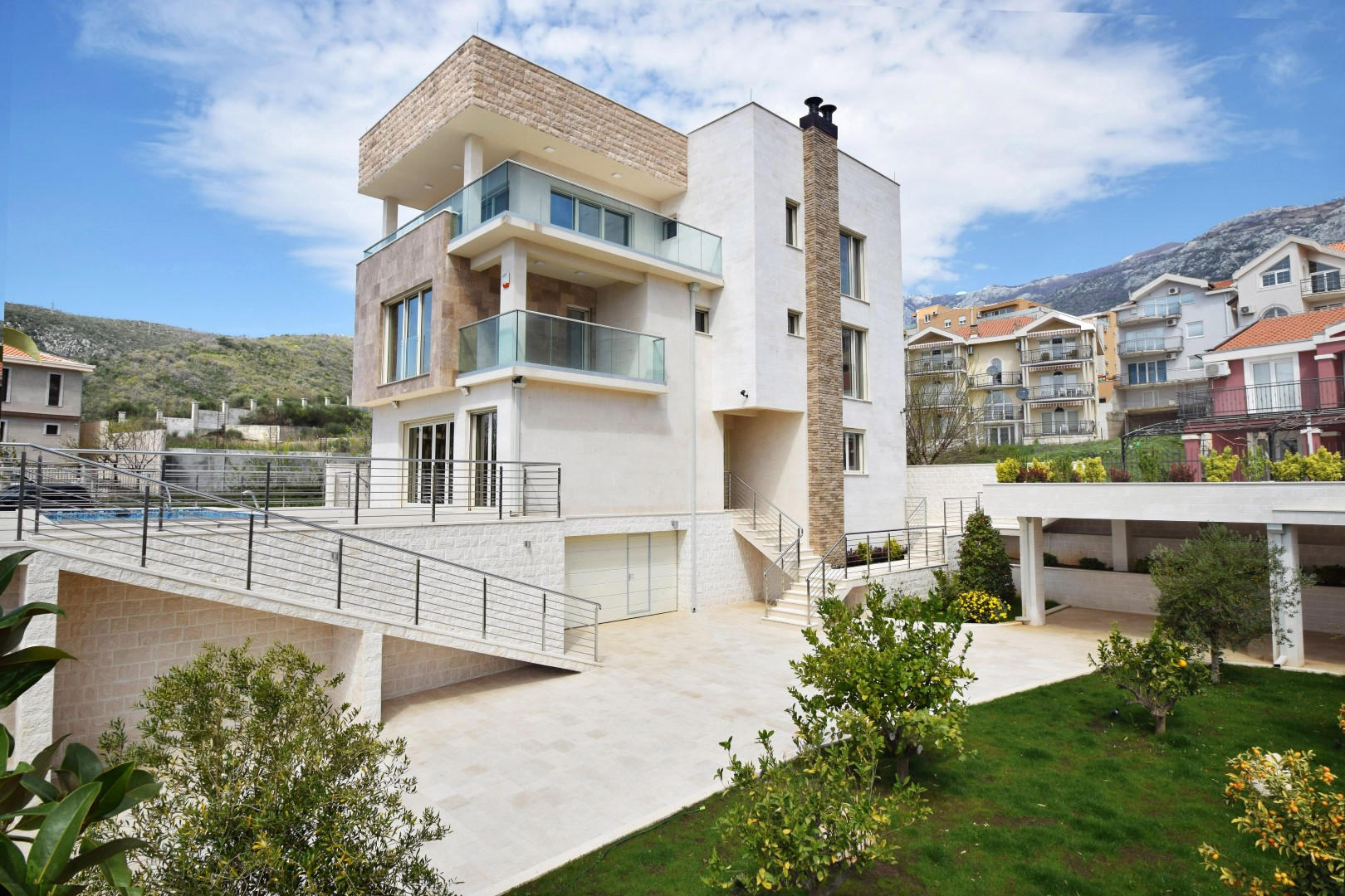 Budva, Becici – new exclusive villa of 400 m2,  with swimming pool and open sea view
