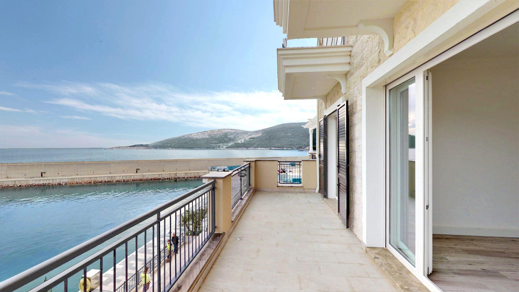 Тиват, Lustica Bay — двухкомнатная квартира в первом ряду от моря