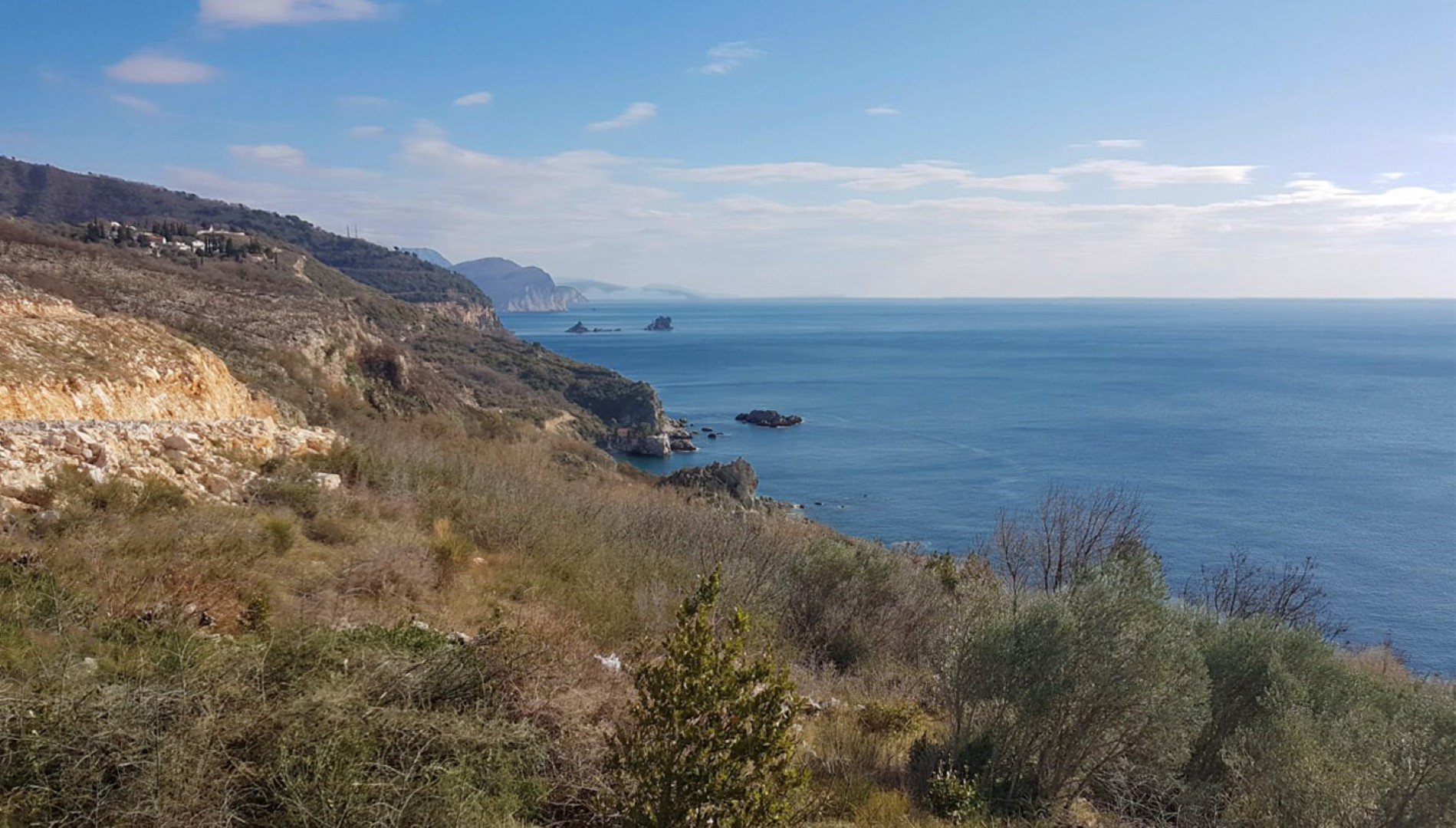 Budva, Skocidjevojka – land plot with construction permit, near the sea
