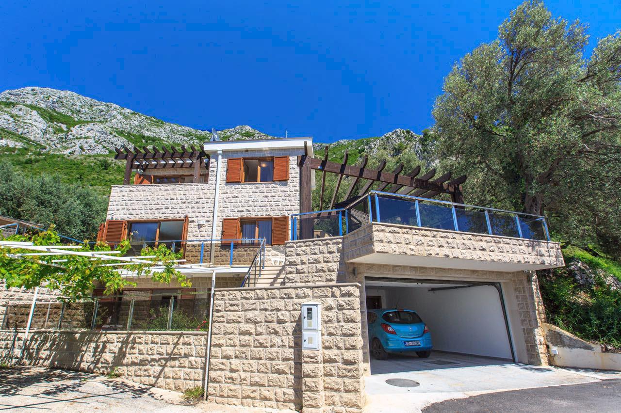 Budva, Rijeka Reževići – luksuzna kuća s bazenom, u mediteranskom stilu