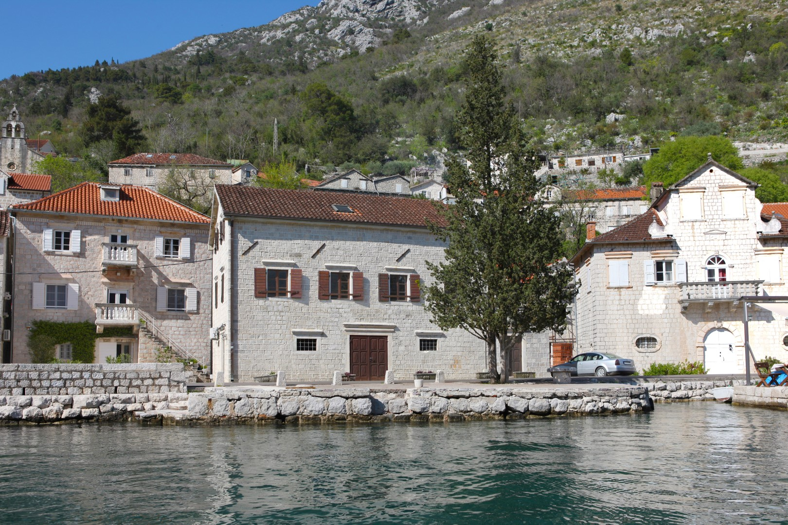 Kotor, Perast – jedinstvena istorijska kamena vila, na prvoj liniji do mora