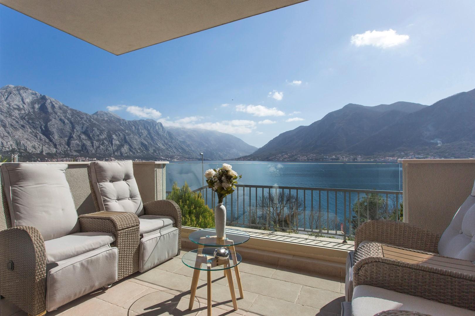 Kotor, Dražin Vrt – dvosoban apartman s dvorištem i panoramskim pogledom na more