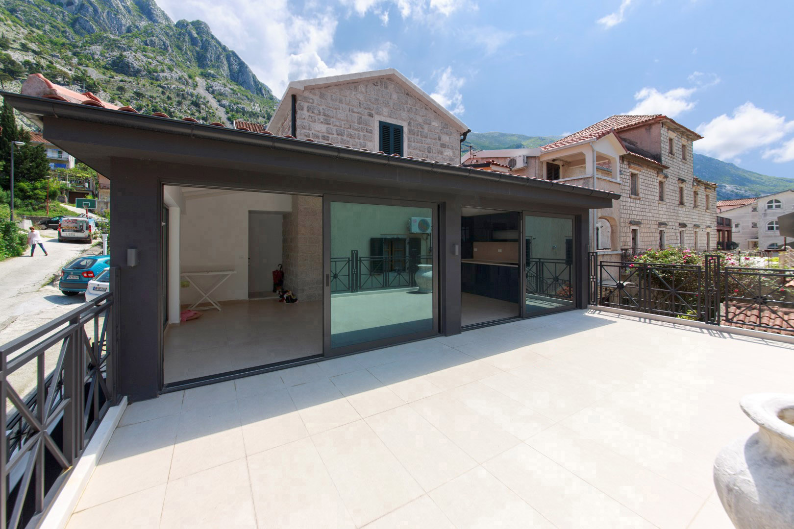 Kotor, Dobrota – modern renovated stone house, 20m from the sea