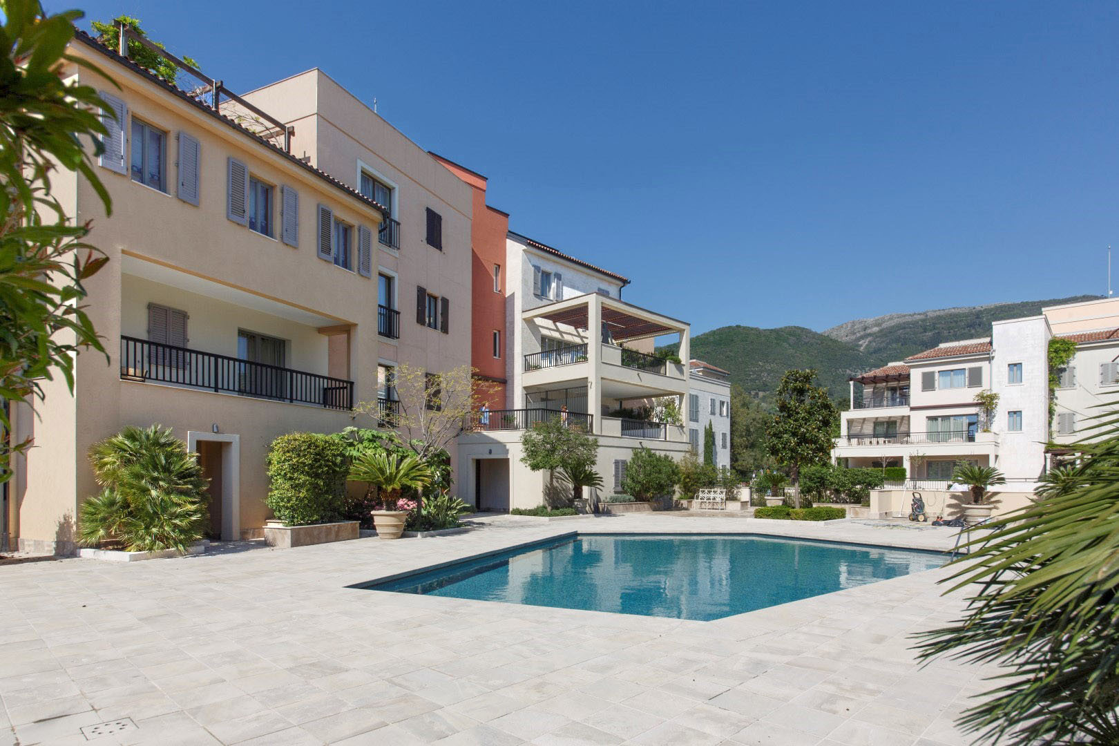 Tivat, Porto Montenegro – two bedroom apartment overlooking the pool and the sea, Teuta