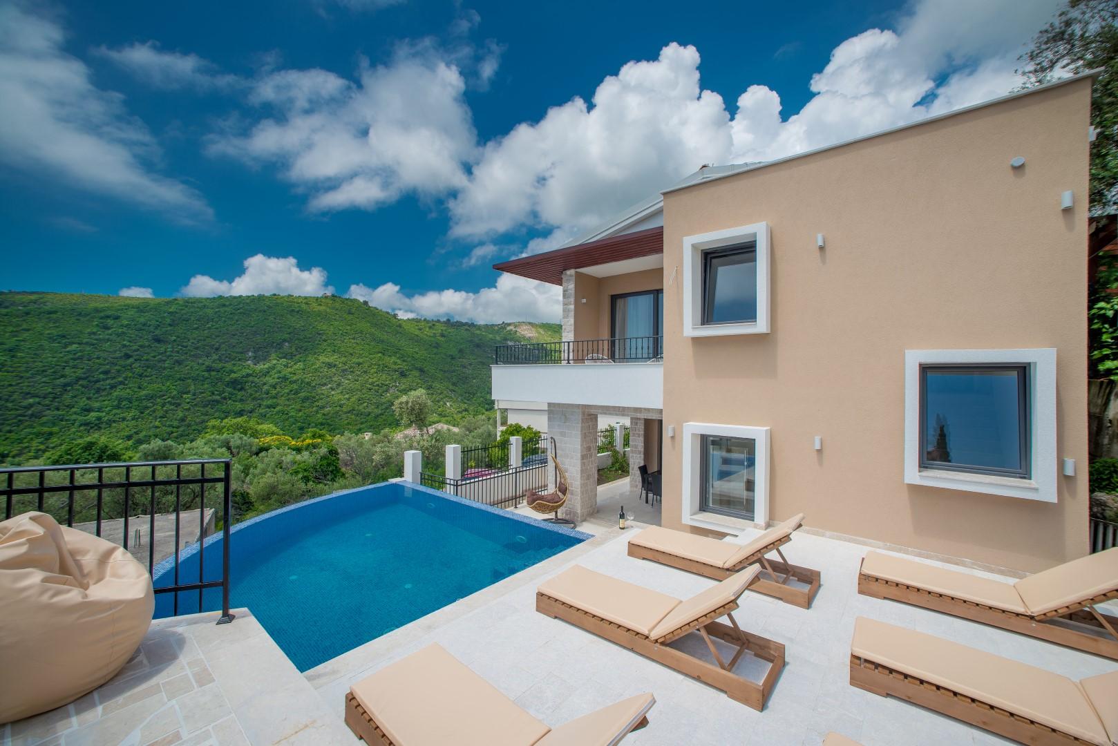 Budva, Ivanovići – nova vila s bazenom i panoramskim pogledom na more