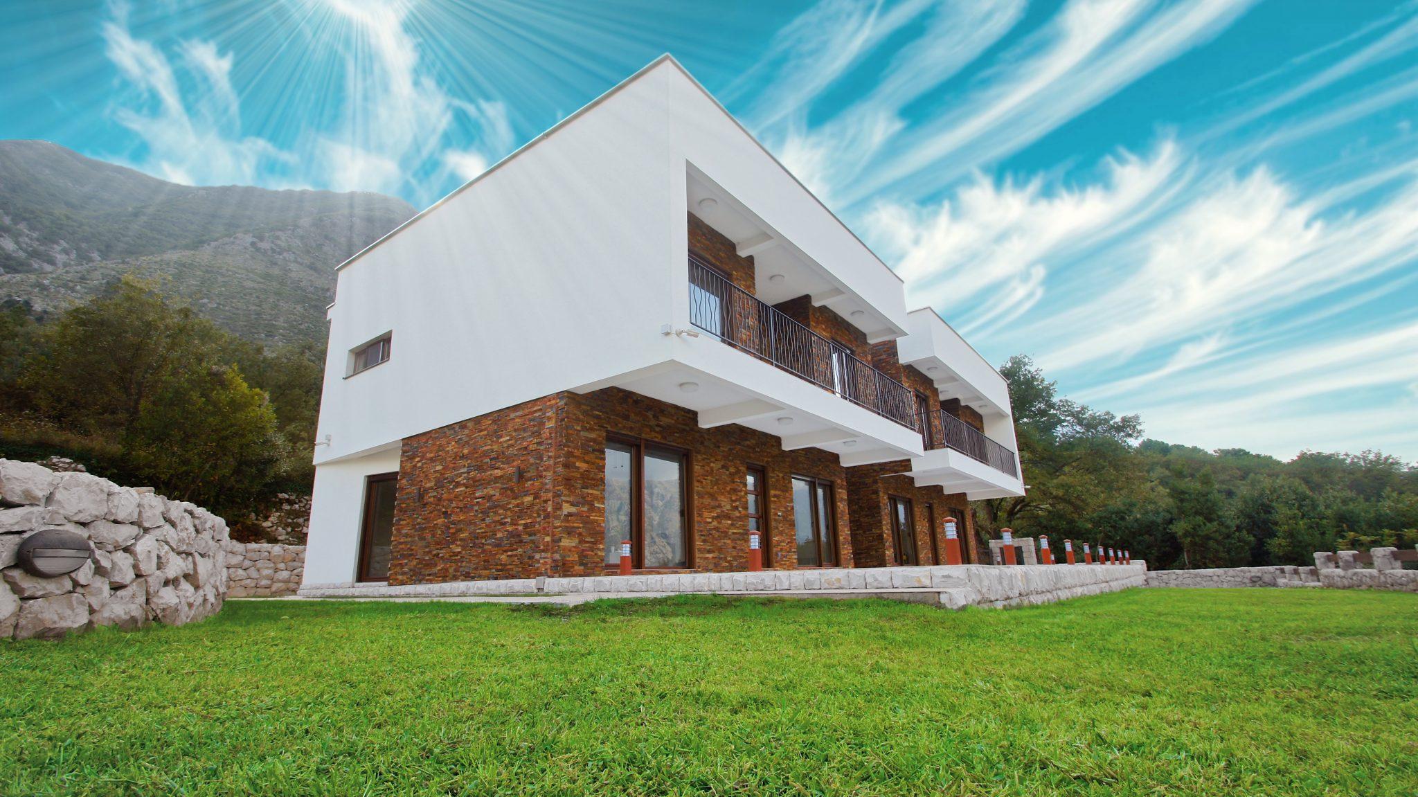 Kotor, Prčanj – nova vila na placu od 1.625m2, 100 m od mora