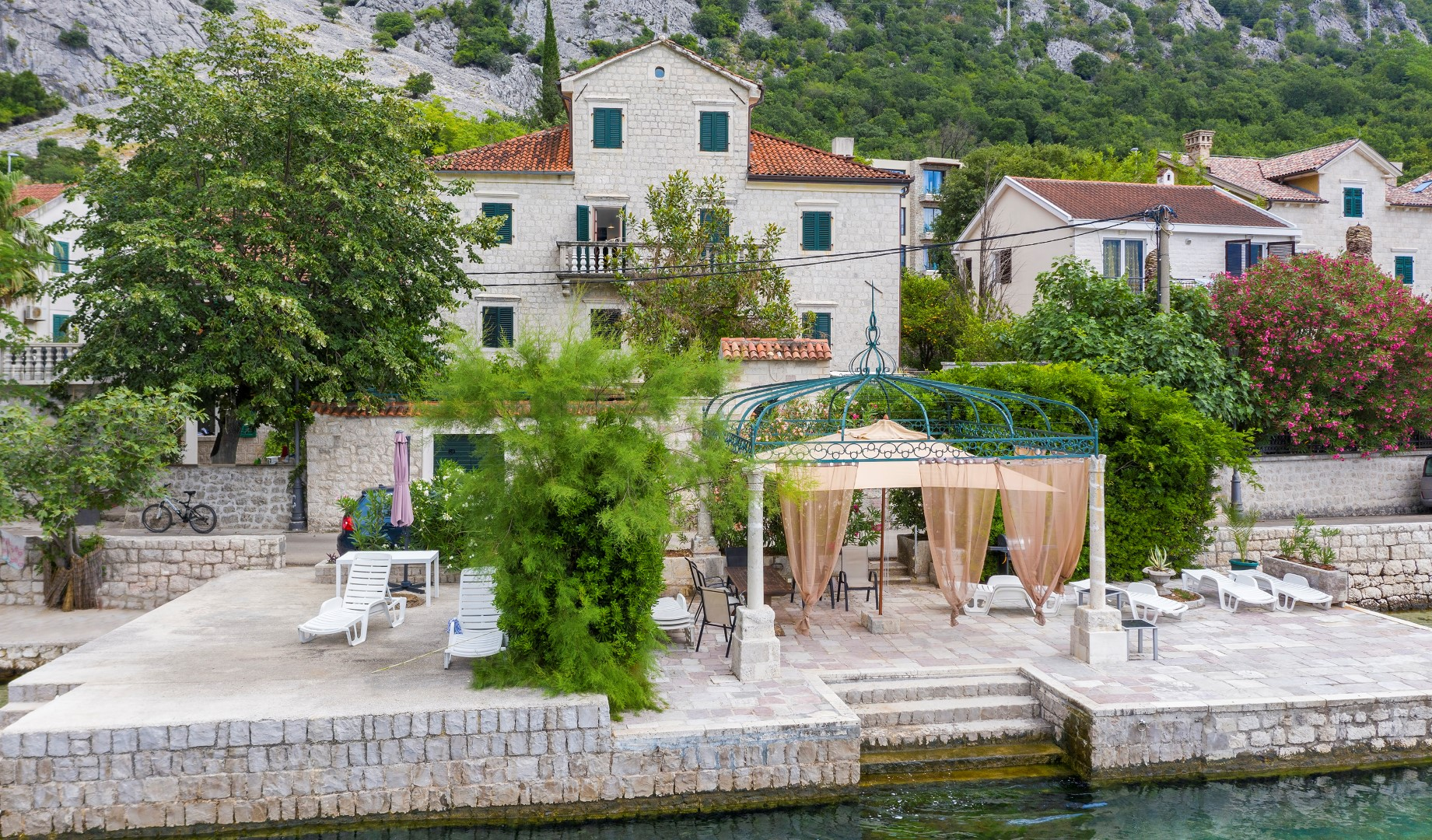 Kotor, Ljuta – authentic old stone villa on the seafront