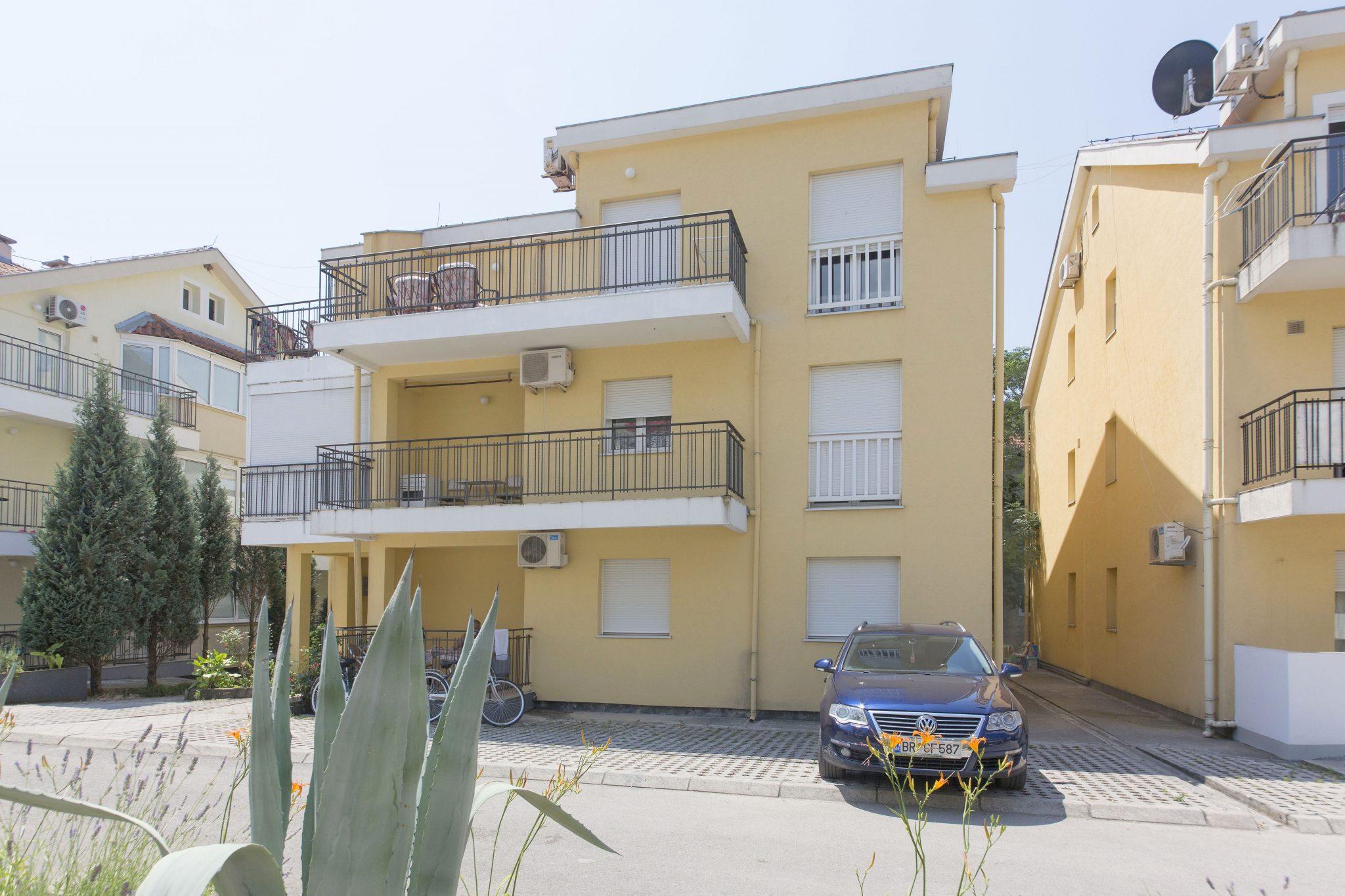 Herceg Novi, Đenovići – jednosoban apartman u kompleksu blizu plaže