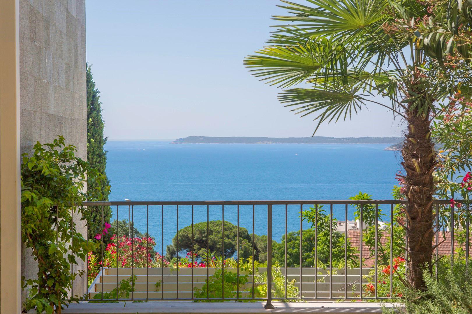 Herceg Novi, Savina – moderan dvosoban apartman s panoramskim pogledom na more
