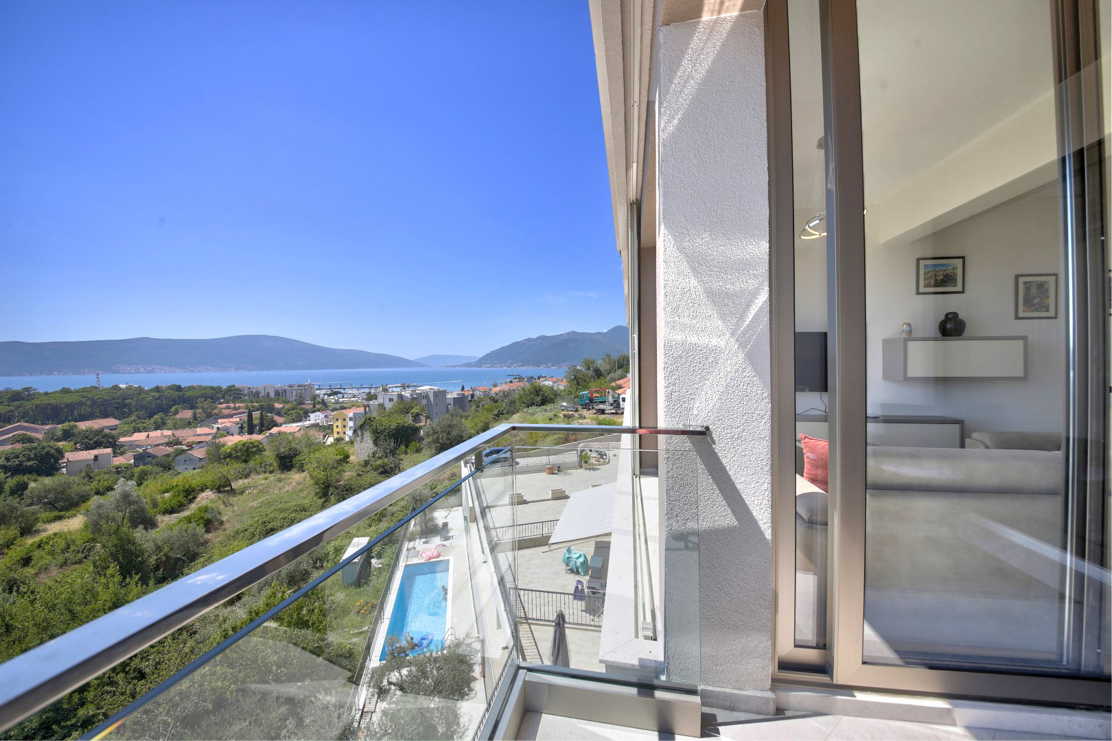 Tivat, Mažina - furnished two bedroom apartment with sea view