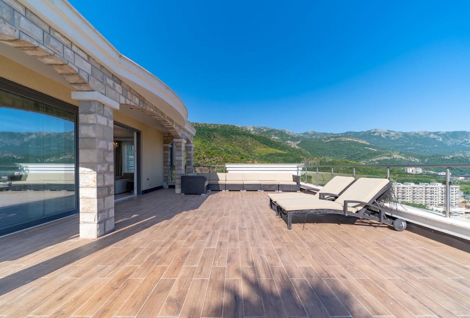 Budva, Bečići – dupleks apartman s pogledom na more, u kompleksu s bazenom