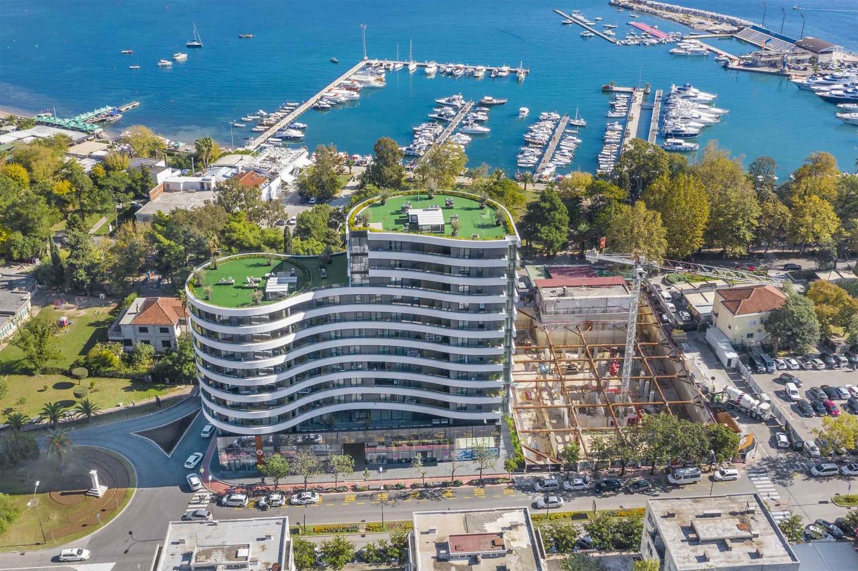 Budva, Mediteranska ulica – ekskluzivan trosoban apartman u kompleksu Royal Gardens