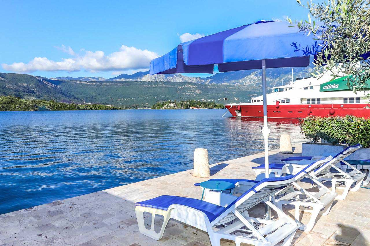 Tivat, Krtole – one bedroom apartment in a building with its own beach