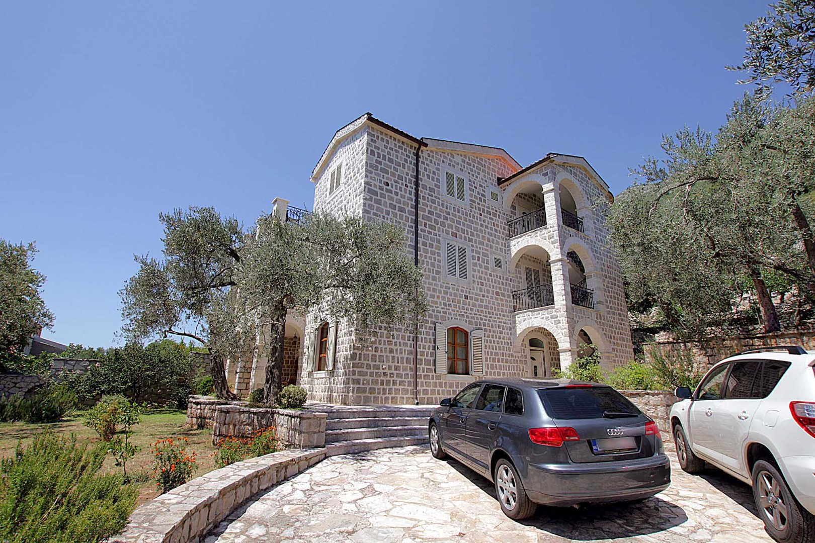 Budva, Rezevici - stone villa with pool, on a plot of 2,400m2
