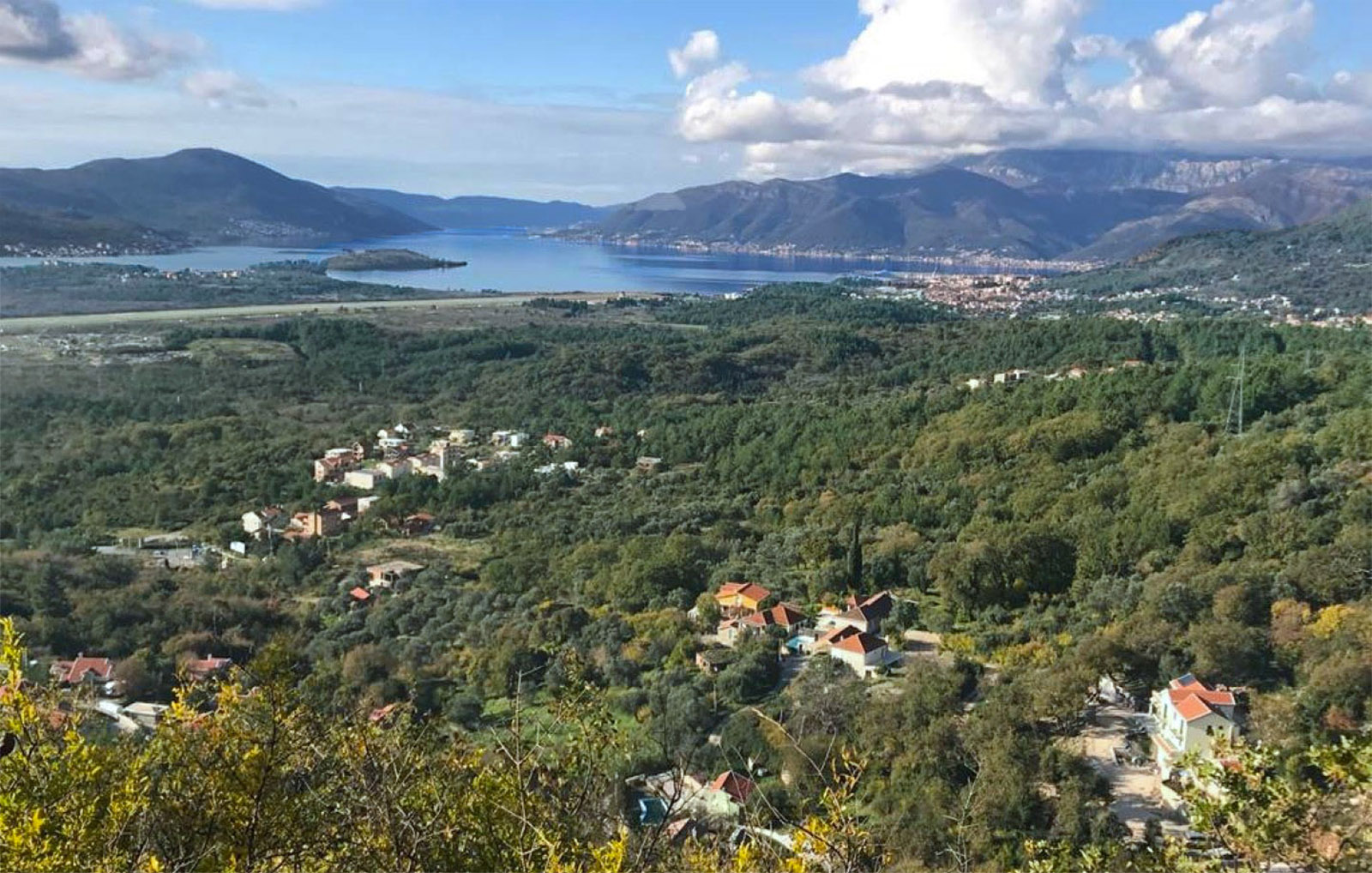Kotor, Kavac - urbanized land with sea view