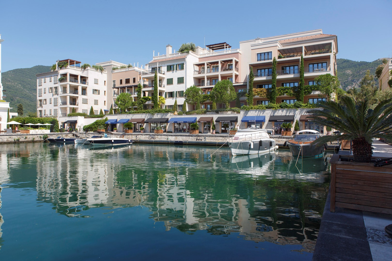 Tivat, Porto Montenegro – two-bedroom apartment of 90m2 in Tara Residence