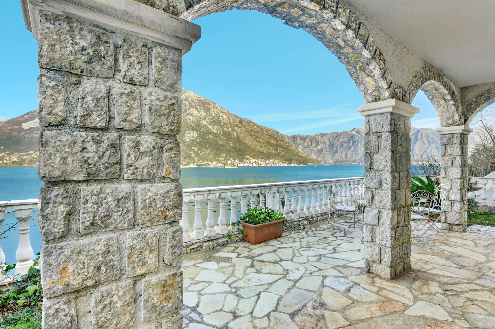 Котор, Костаница — трехкомнатная квартира с садом и открытым видом на море