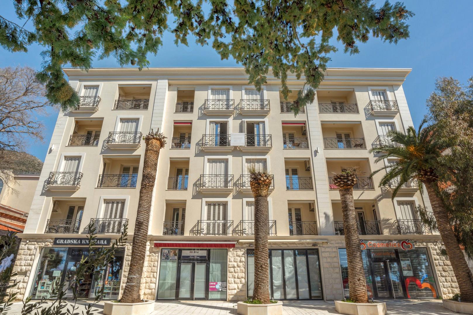 Budva, Petrovac – dvosoban apartman na prvoj liniji do mora i plaže