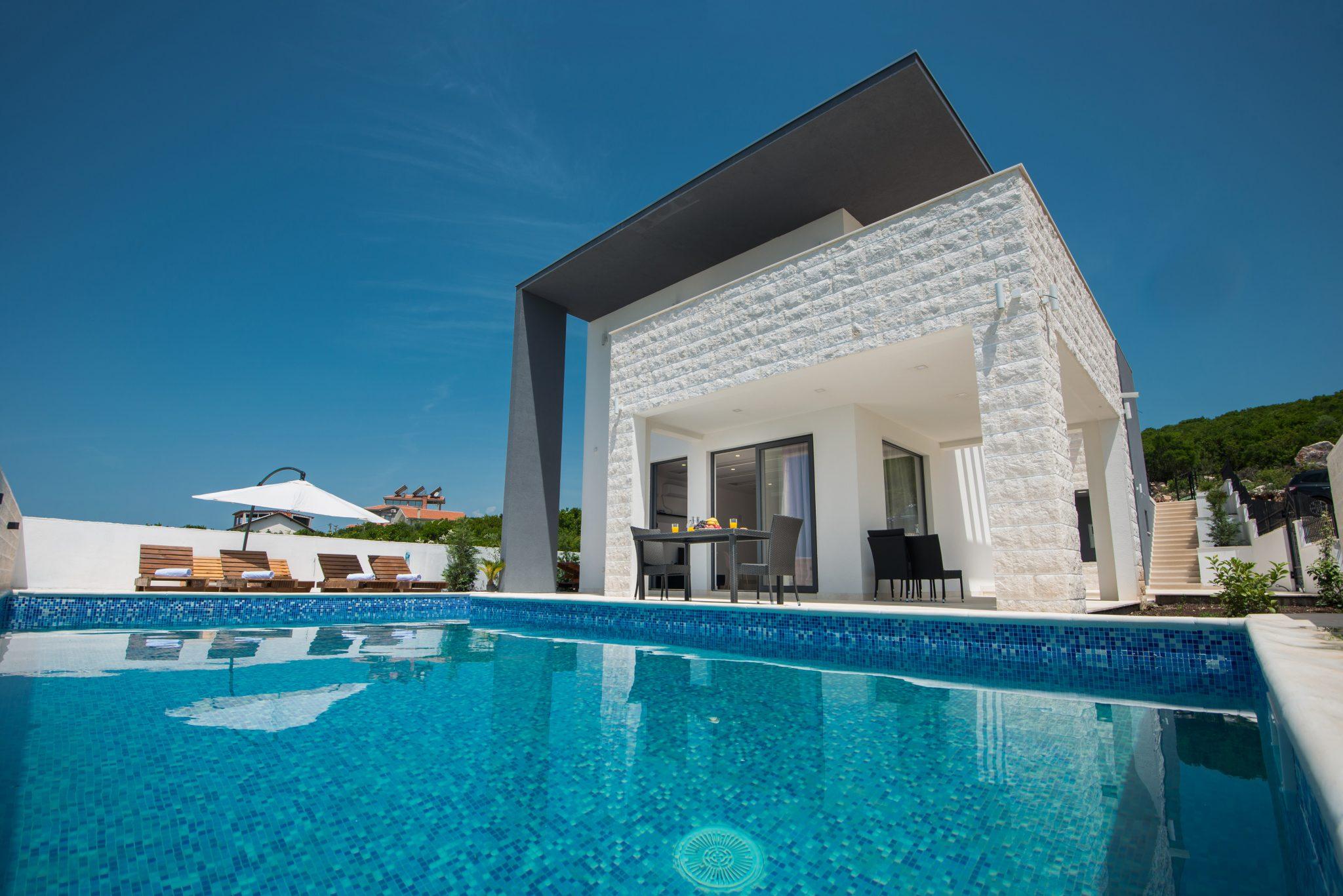 Kotor, Krimovica – vila s bazenom i panoramskim pogledom na more