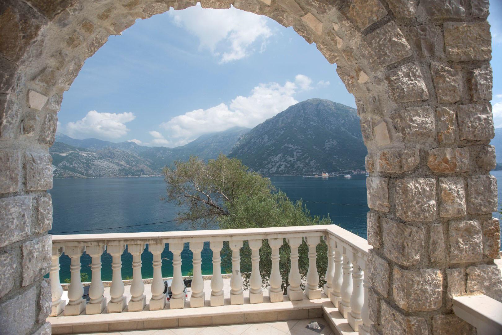 Kotor, Kostanjica – vila u kompleksu na prvoj liniji do mora