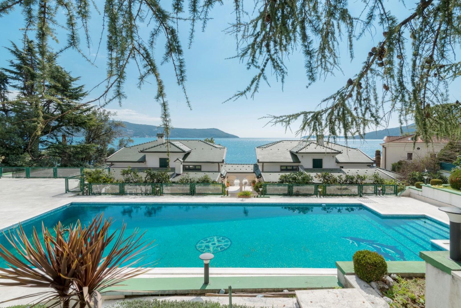 Herceg Novi, Savina – ekskluzivni kompleks vila na prvoj liniji do mora