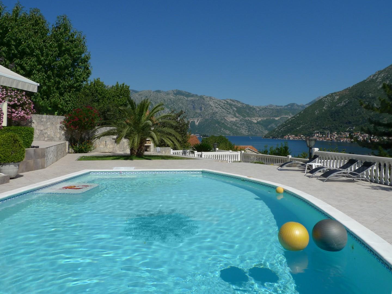 Kotor, Stoliv – kompleks s dvije vile na placu 2,600m2, blizu mora