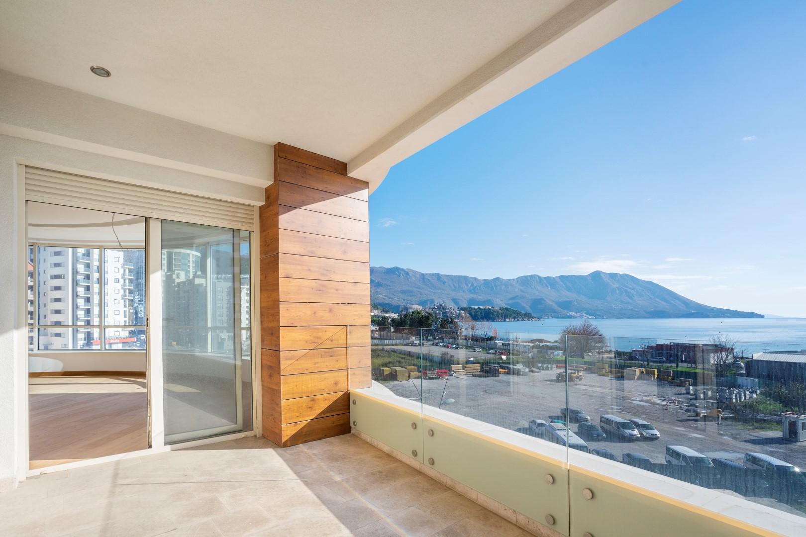 Будва, улица Медитеранская — трехкомнатная квартира с панорамным видом на море