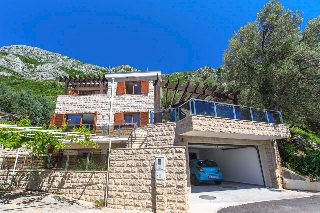 Budva, Rijeka Rezevici – luxury house with swimming pool, in Mediterranean style
