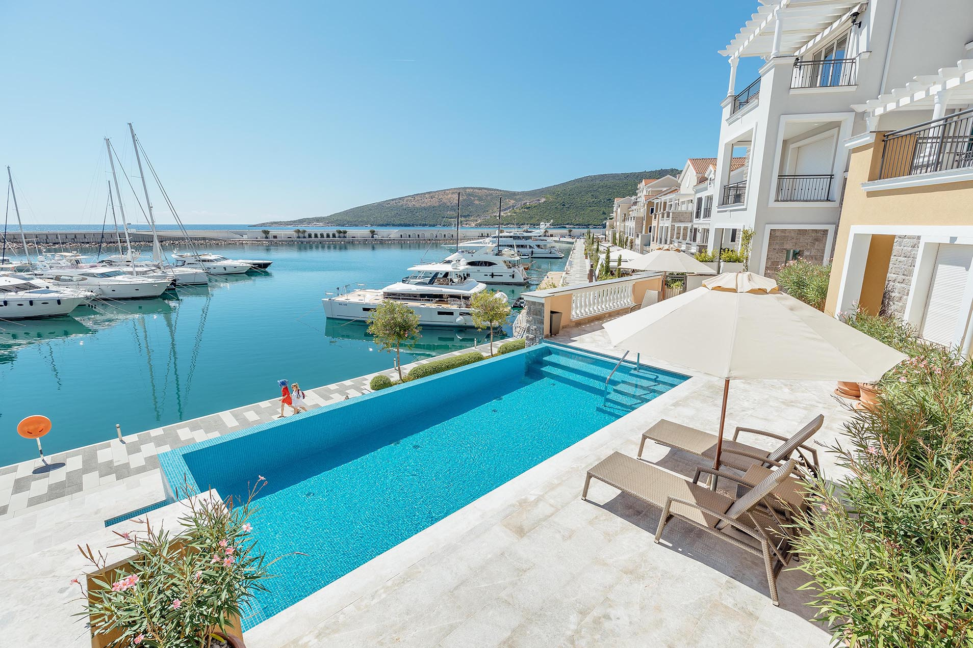 Tivat, Luštica Bay – two-bedroom seafront apartment on the promenade, next to 5 * hotel Chedi