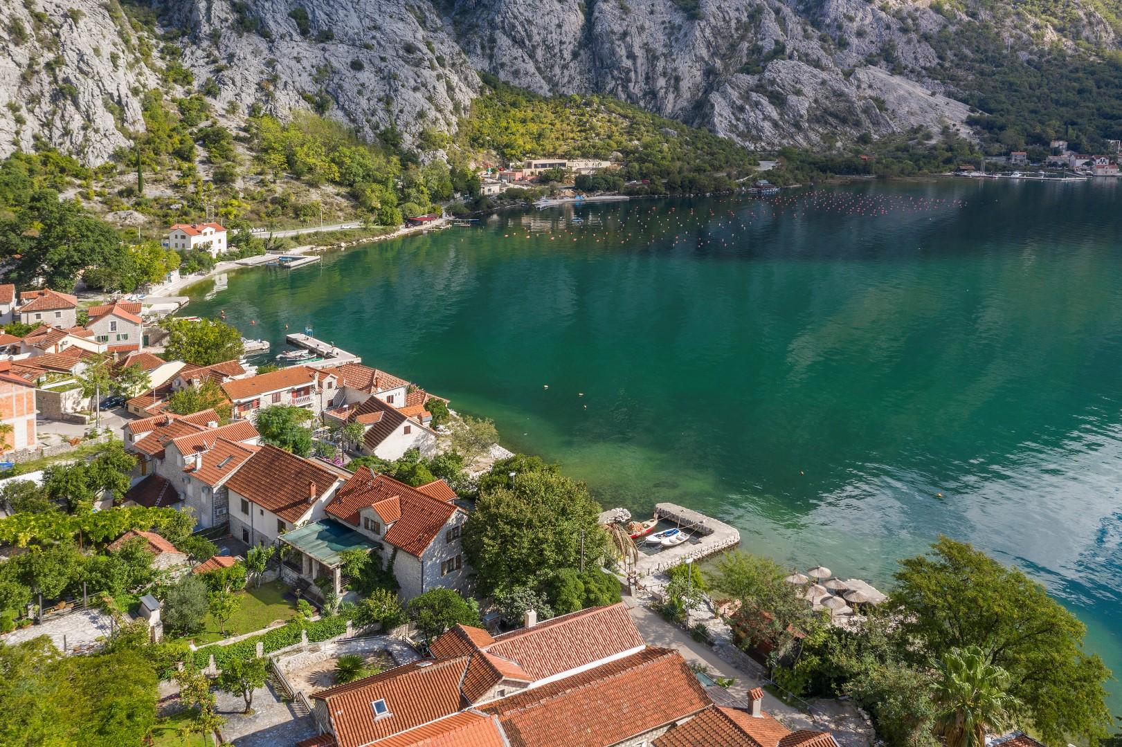 Kotor, Orahovac – contemporary two-bedroom apartment near the sea
