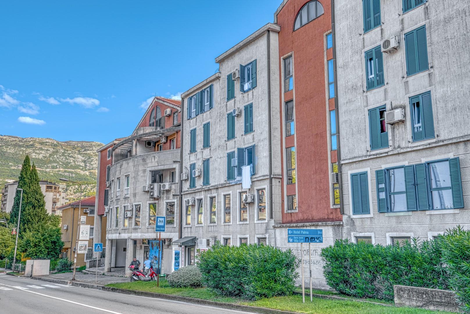 Budva, Gospostina – three-bedroom duplex apartment with garage
