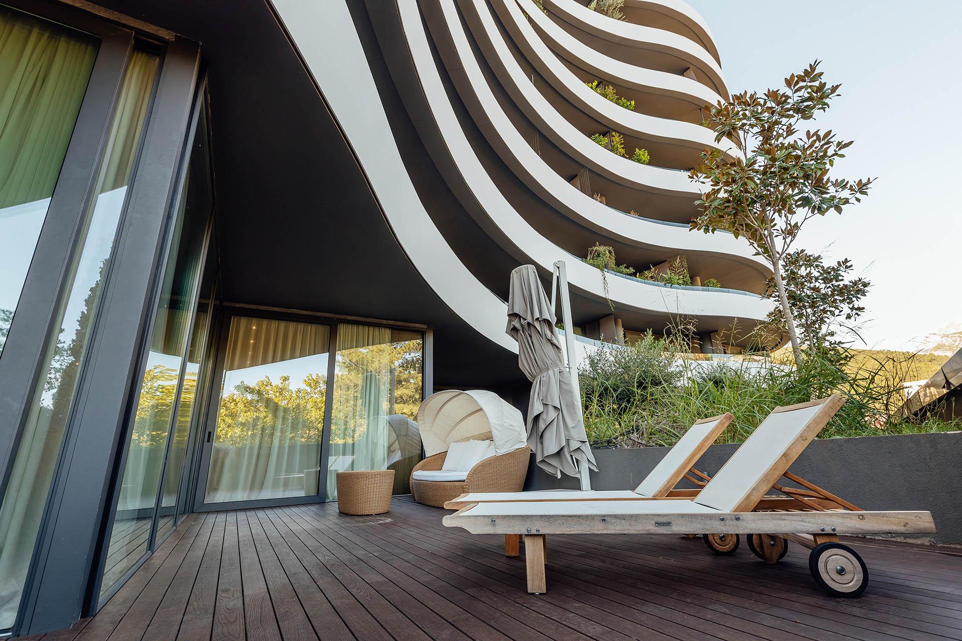 Budva, Royal Gardens – savremeno dizajniran apartman s pogledom na park i marinu
