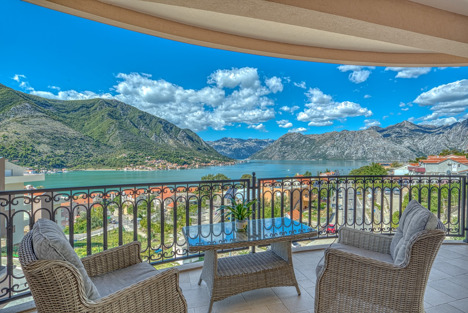 Kotor, Dobrota – villa with apartments and a residential building under construction