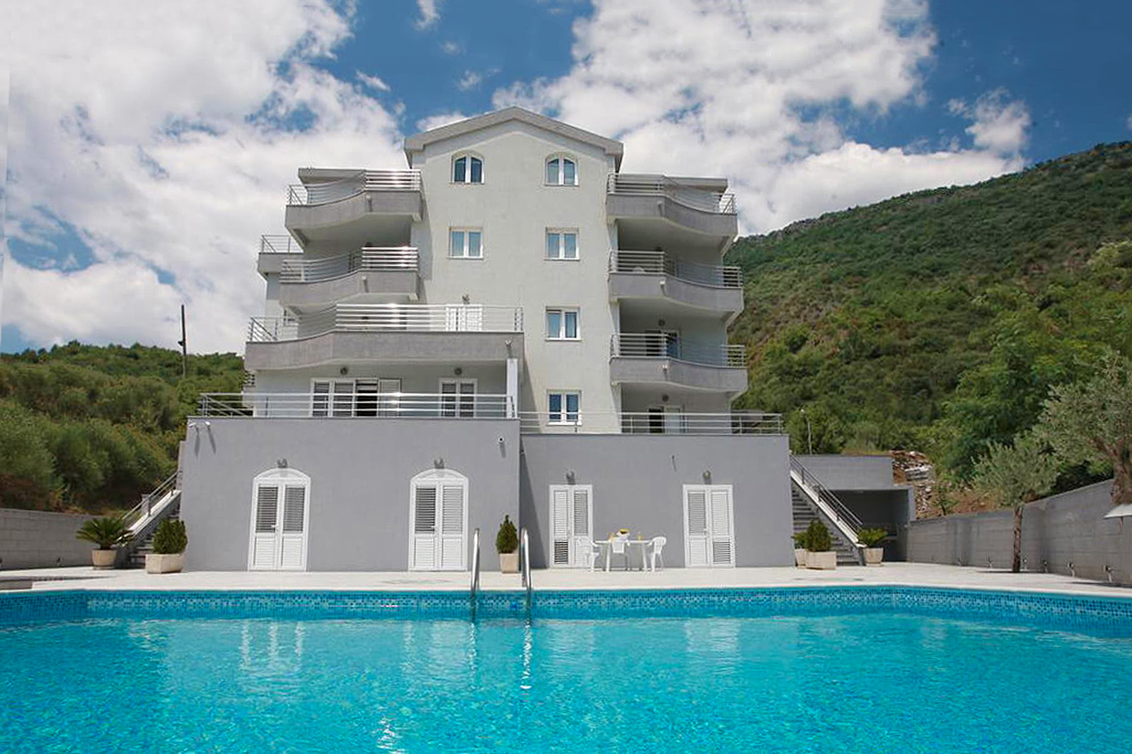 Budva, Bečići – mini hotel sa 15 apartmana i bazenom, blizu mora