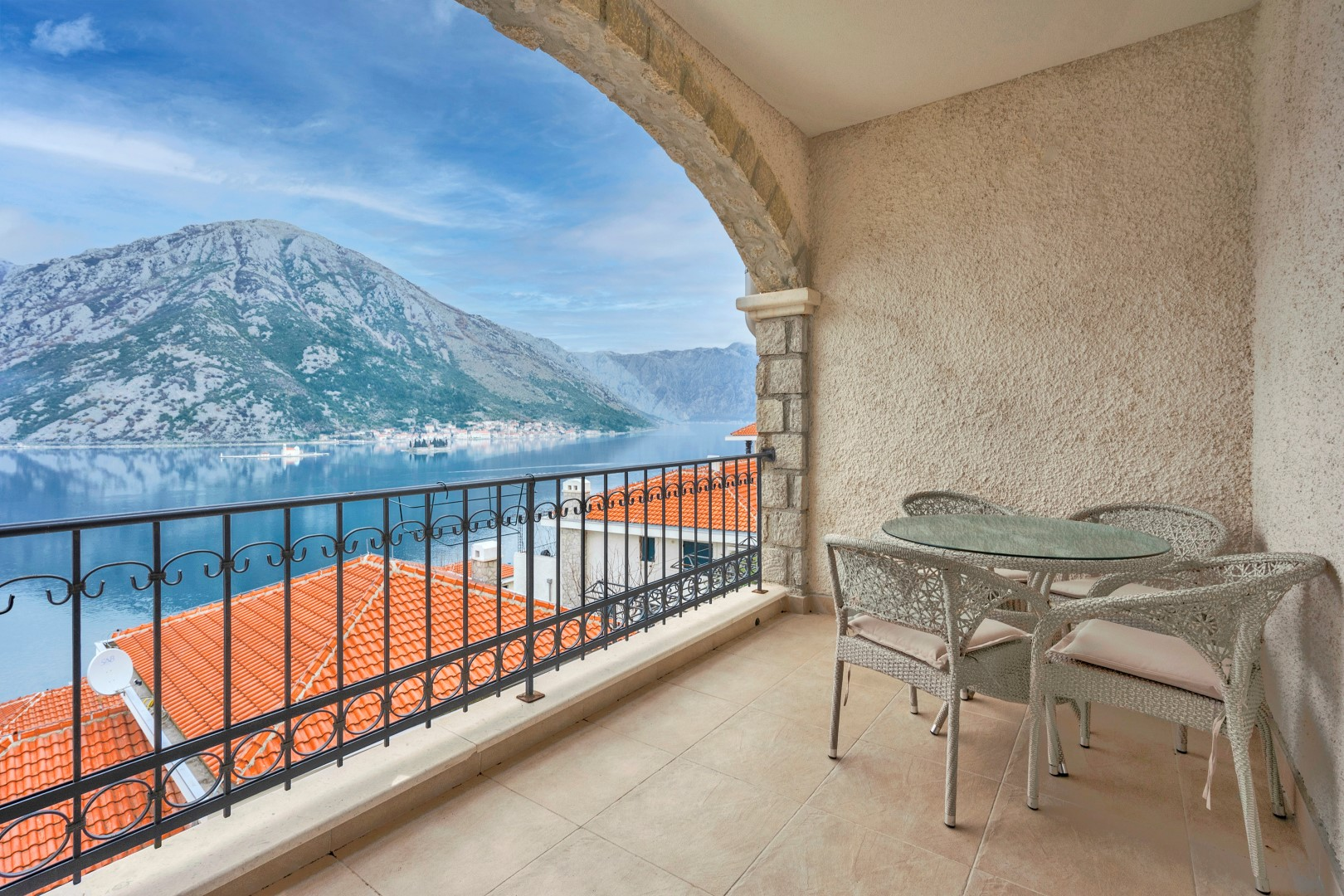 Kotor, Kostanjica – two-bedroom apartment with panoramic sea view