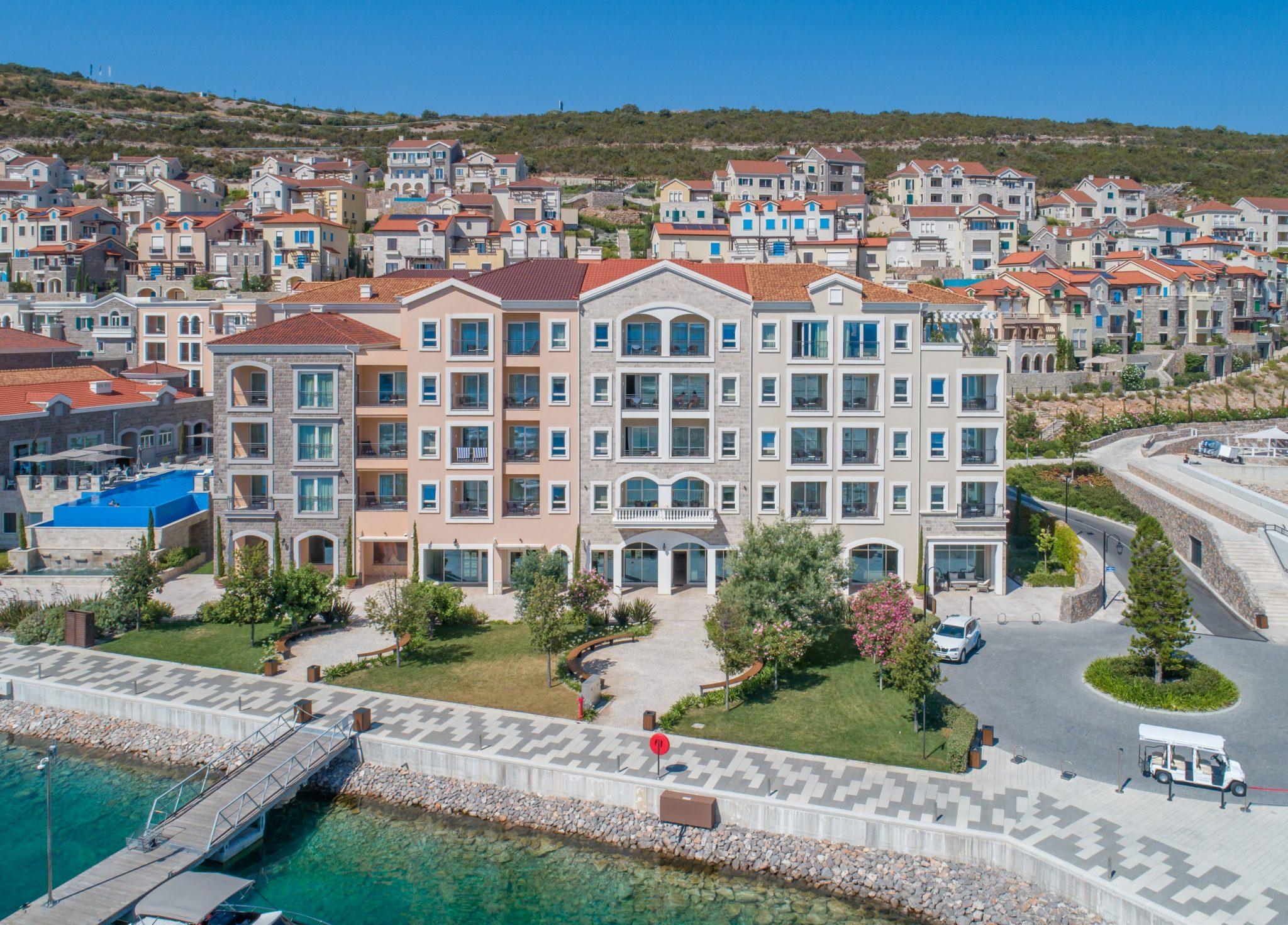 Tivat, Lustica Bay- Studio apartman sa pogledom na bazen i promenadu