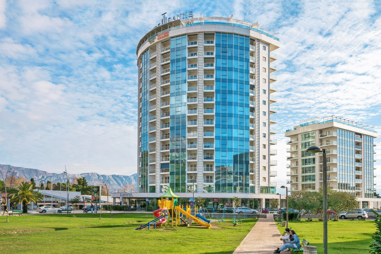 Budva, center – one bedroom furnished apartment, complex Tre Canne