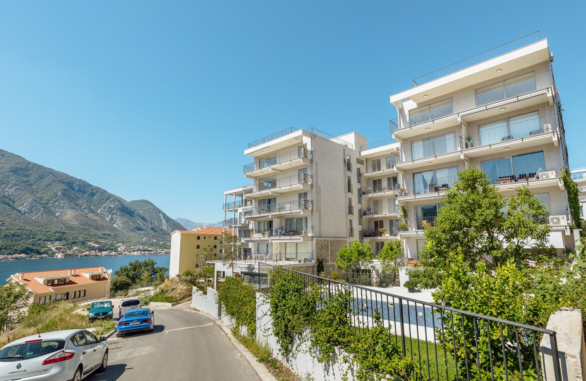 Kotor, Dobrota – three bedroom apartment with exceptional sea view