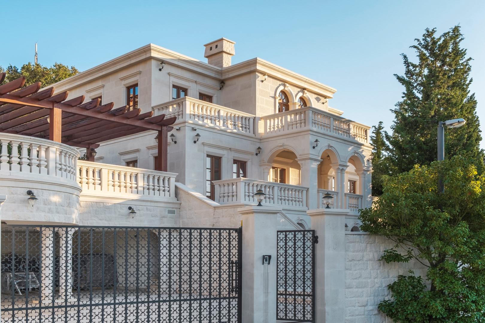 Budva, Skocidjevojka – unique villa on the cliff above the sea