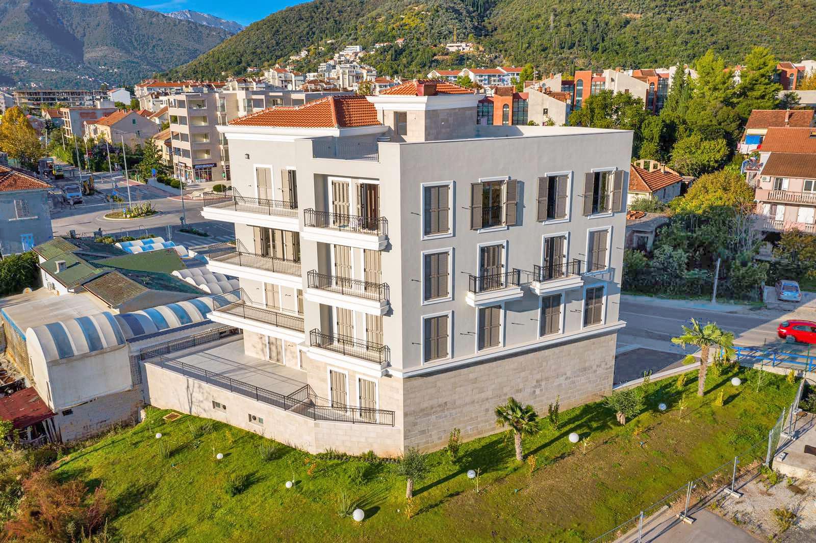 Tivat, Seljanovo- dvosoban apartman sa pogledom na more, pored marine Porto Montenegro